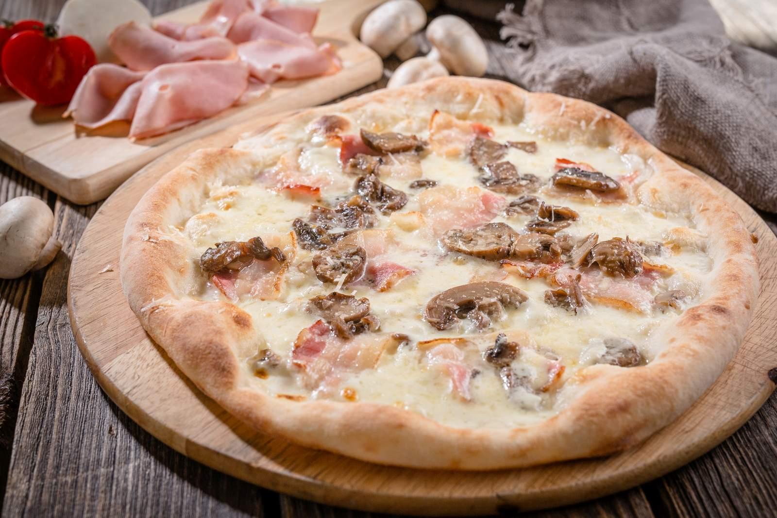 Пицца Cыр, бекон и грибы